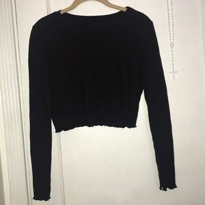 A Black Long Sleeve Crop Top
